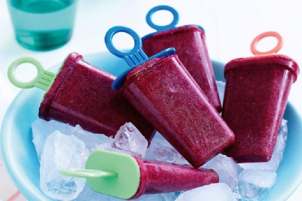 Berry-smoothie ice-blocks